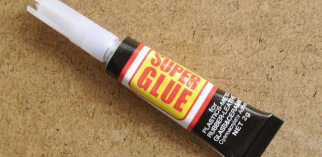 Με ....μαργαρίνη μπορείτε να ξεκολλήσετε δυό δάχτυλα από την πανίσχυρη κόλλα Superglue !
